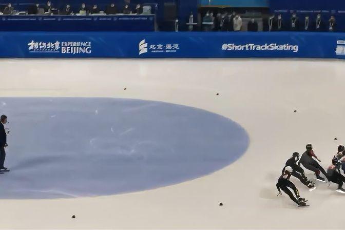 短道速滑世界杯韩国2选手冲撞出局