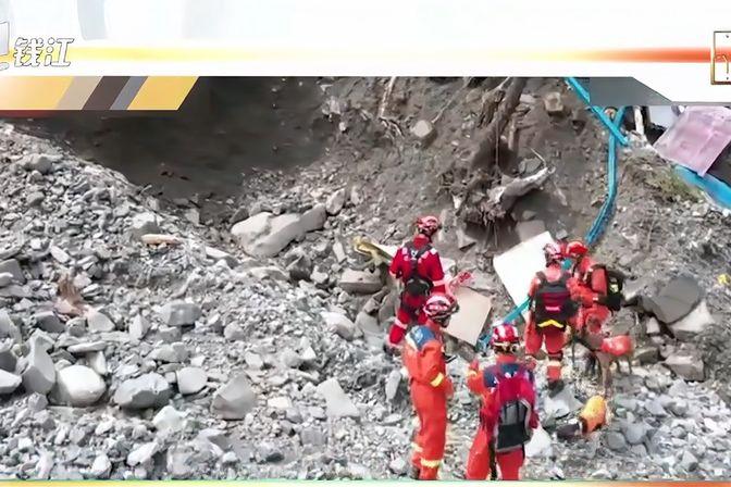 四川雅安山洪泥石流灾害致10余人失联,已搜救出4人
