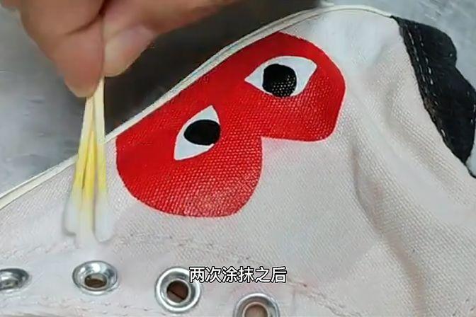 白鞋染上红色去不掉?这么做可以轻松解决