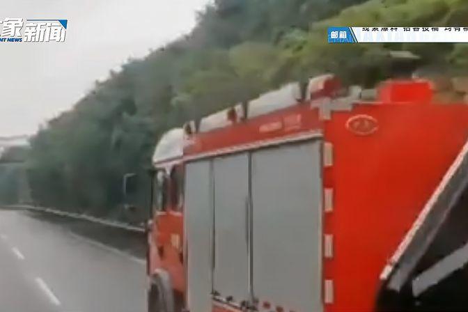 四川雅安泥石流致10余人失联 当地交通电力中断