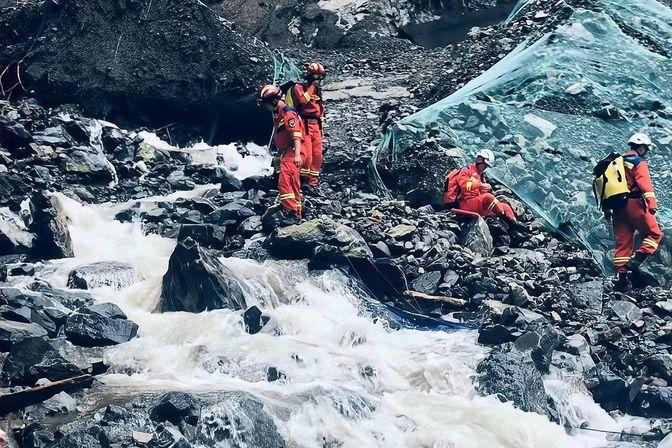 四川雅安泥石流灾害致10余人失联,四川消防已抵达现场开展搜救