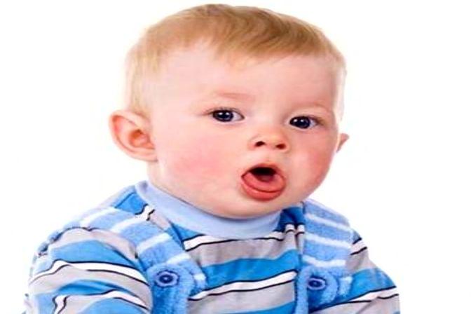 宝宝经常打喷嚏、鼻塞,流鼻涕,别大意可能患上了过敏性鼻炎!