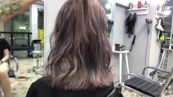 发型师告诉你 网上好看的高级感发型都是这么卷出来的