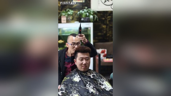 月薪一万八的理发师?  