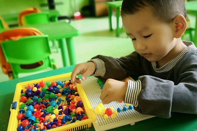 儿子语言发育迟缓,宝妈送幼儿园体验一天,这表现能放手吗?