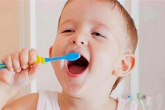 宝宝什么时候开始刷牙?怎么刷?家有宝宝的都学学