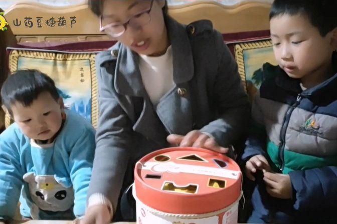 家里小孩沉迷手机,从网上买了一套积木,看看能不能转移下注意力