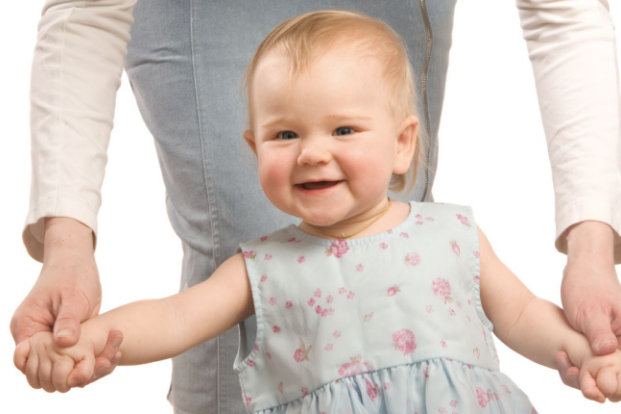 宝宝过早学走路究竟好不好?家长赶紧看看,造成O型腿后悔都晚了