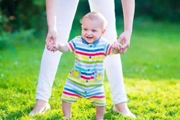 宝宝越早学走路越好?错!儿童专家告诉你答案,这个时间刚刚好!