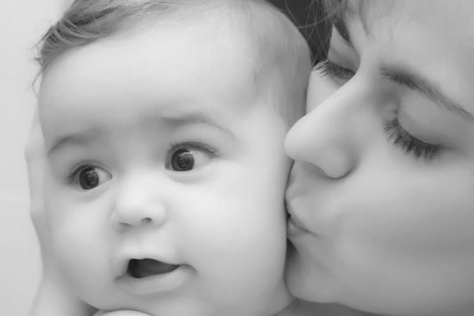 两个多月的宝宝最近有口气有股臭奶味食欲不好是什么原因啊