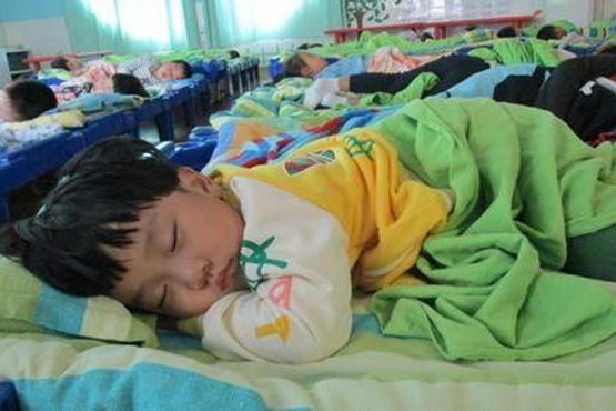 幼儿园为什么一年四季都让孩子睡午觉呢?原来是这么回事