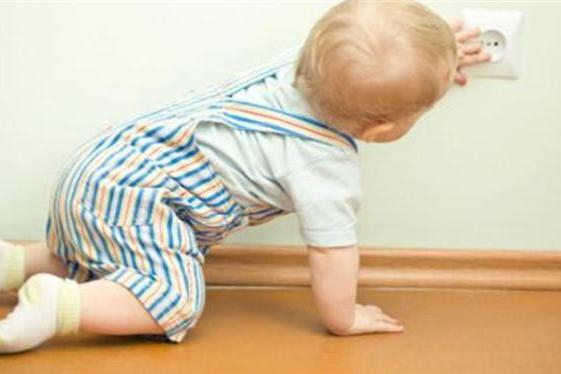 宝宝什么时候会翻身、坐、爬?对照一下,别让你家宝宝落后了!