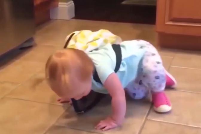 孩子光脚走路4大好处,看完长知识了,以后再也不给宝宝穿鞋了!