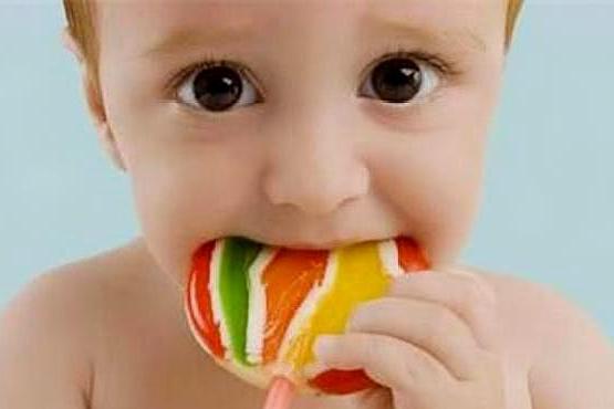 2岁宝宝不吃糖却一口烂牙,医生说出4个原因,我中招3个