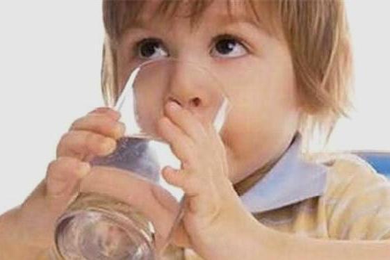 爱喝水的宝宝不生病!宝宝一天必需的喝水量,你给宝宝喝足了吗?