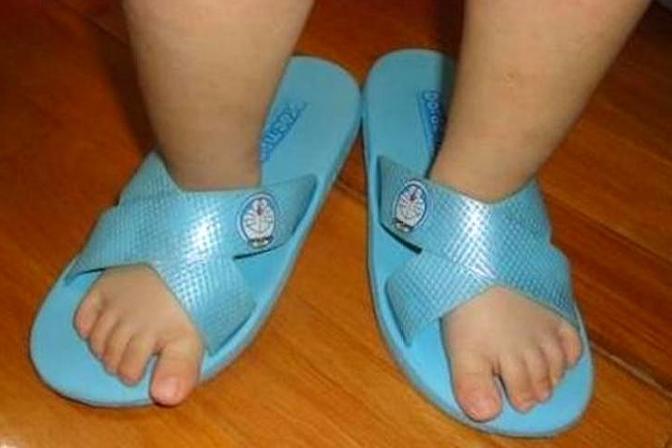 为什么宝宝总是反穿鞋?这些原因妈妈要早知道!