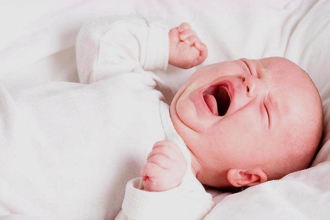 夜里睡觉宝宝哼唧哭闹?这可能是求助信号,宝妈要懂得