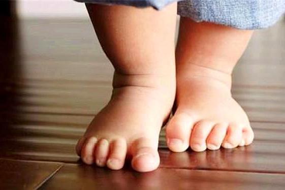 宝宝多大开始穿鞋?穿早了影响宝宝身体发育,这个年龄合适