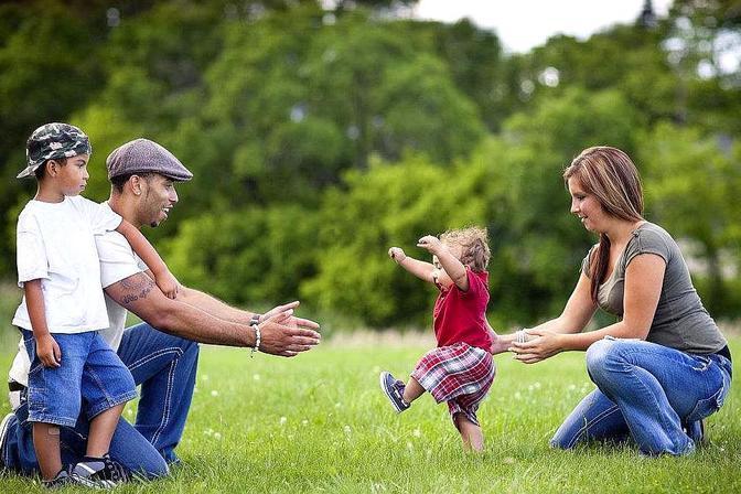 宝宝多大走路算正常,是不是越早越好,怎样帮助宝宝学习走路?