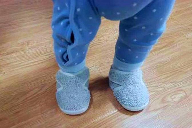 """3岁多的宝宝还总穿反鞋?""""背后""""其实是有原因的,宝妈要早了解"""
