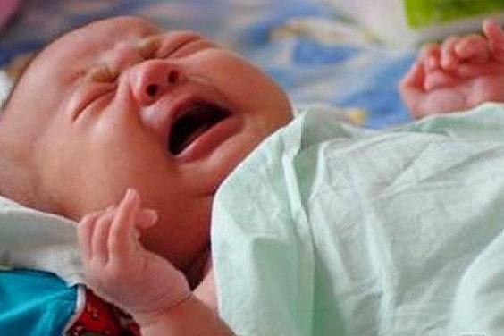 为什么宝宝总睡不踏实、哼唧哼唧爱使劲?原来是这么回事