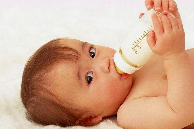 宝宝喝奶越喝越拉肚子,除了乳糖不耐症,也和这3个原因有关