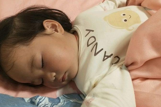 宝宝感冒流鼻涕,晚上老是哭闹,我也睡不好,怎么办