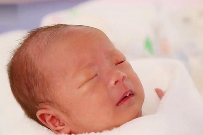 宝宝为何晚上睡觉总是喜欢出汗?这些很多人不了解,家长别错过了