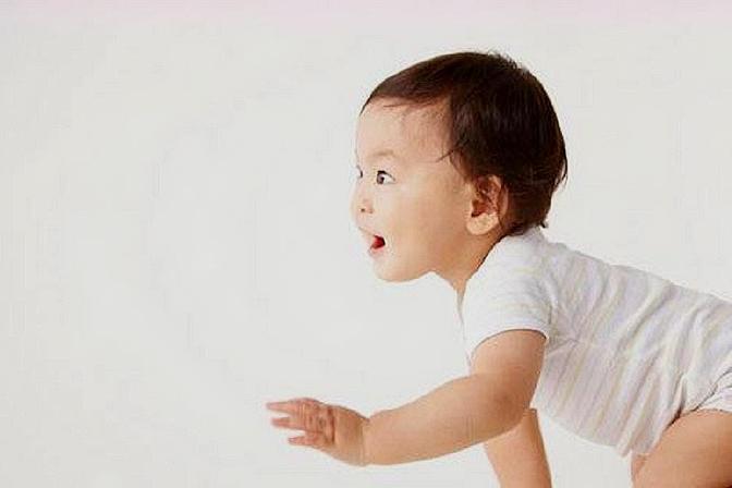 难怪宝宝迟迟不会爬行,这样学爬行才是关键,家长要注意