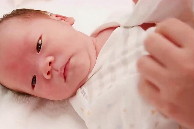 宝宝护理:给宝宝的洗澡水加料要慎重,以免引起宝宝皮肤隐患