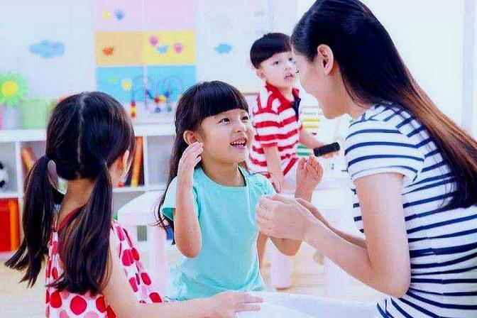 """宝宝拒绝上幼儿园秒变""""小戏精""""?3步化解僵局,新手爸妈学起来"""