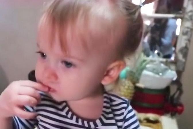 宝宝为啥一吃母乳就睡觉,应该叫醒宝宝吗?这些回答告诉你