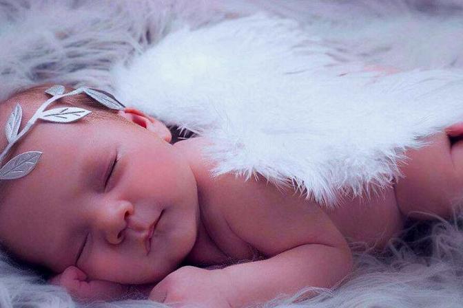 宝宝睡觉不踏实爱哭闹?聪明父母巧用这3招,孩子一觉睡到自然醒