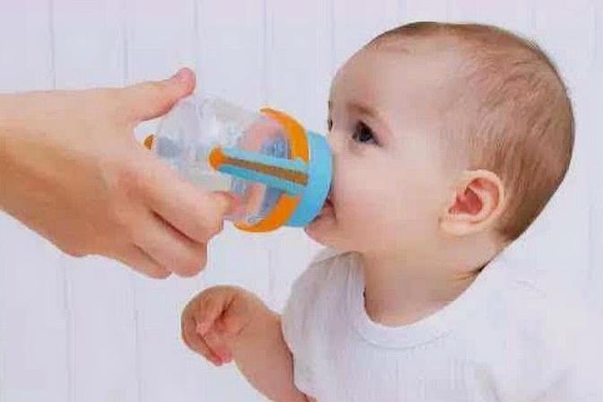 宝宝不爱喝水怎么办,妈妈们不用急,这样做让宝宝爱上喝水!