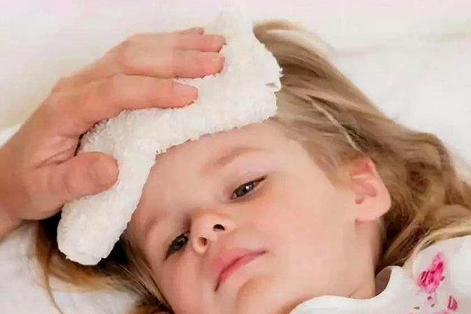 宝宝低烧别急着喂药,采用这些方法降温,安全无副作用