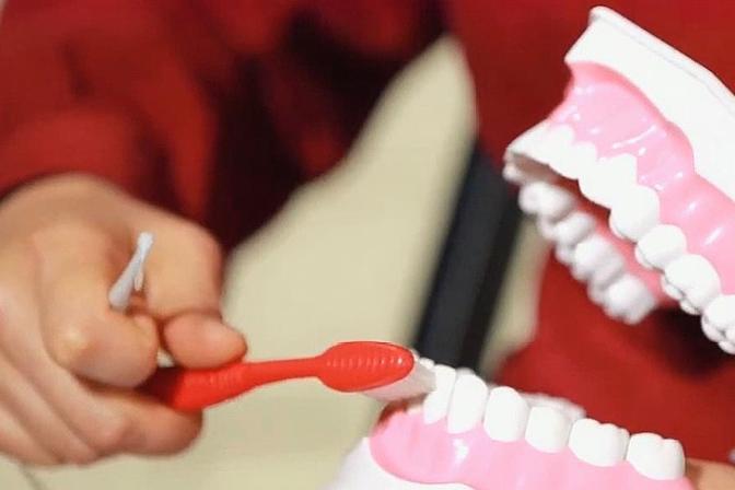 孩子不好好刷牙怎么办!专家教你小妙招,里外清洁让宝宝爱上刷牙
