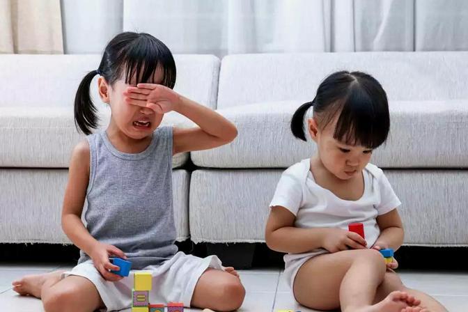 孩子爱发脾气打人,情绪波动比较厉害,不妨试试这6个办法