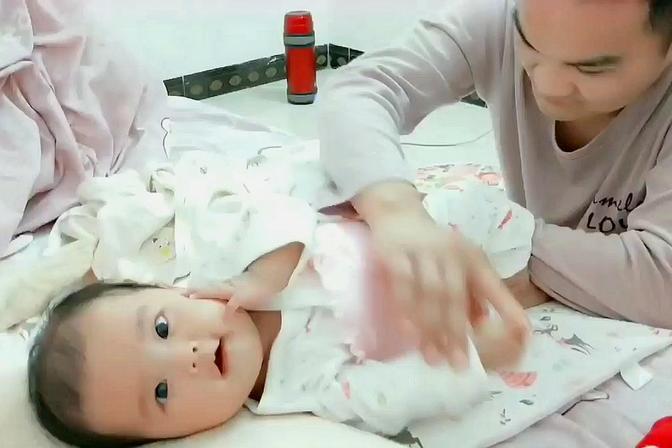 宝宝5天没大便了拉多担心不拉也担心,着急得连把屎嘘嘘都用上了