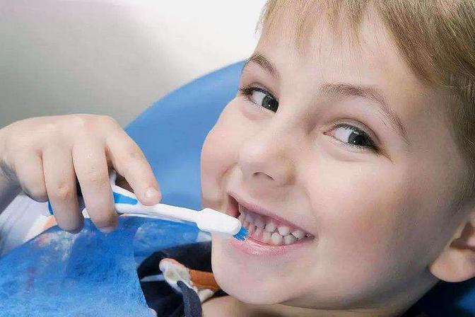 如何避免宝宝长龋齿?一定要尽早预防,因此宝妈要做到以下几点