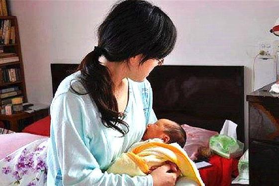 睡前多久给宝宝喂奶才对呢