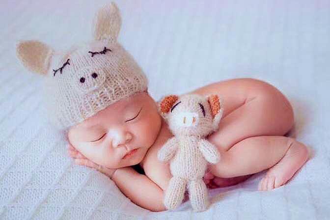 为啥宝宝喜欢撅着屁股睡觉?3个原因很可爱,看完表示被萌到了