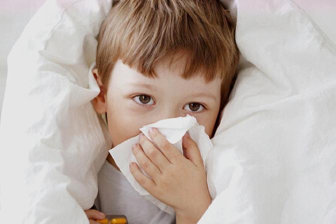 给宝宝擤鼻涕的正确做法,大部分爸妈都做错了,难怪宝宝总生病