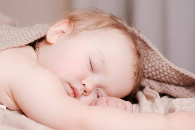 孩子这样睡觉影响发育!家长快看!