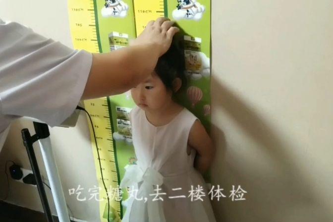 全职妈妈带女儿体检,女儿的个子偏矮吗