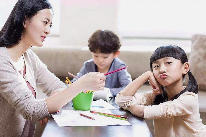 孩子不听话怎么办,不妨试试这3个方法,理性应对熊孩子