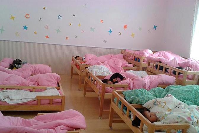 宝宝在幼儿园午休,这三种类型的衣服不要穿,会让宝宝不舒服
