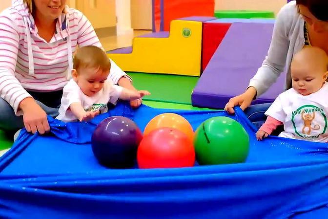 实拍国外早教机构的早教课程,原来一岁以内的宝宝还可以这样上课