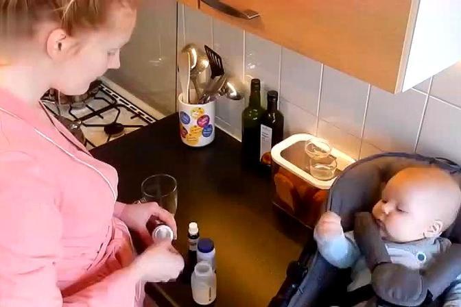 宝宝喝水好处多,但在这4个时间段内要适量,宝妈们要注意了