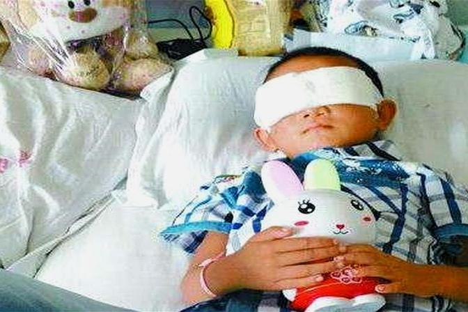 宝宝眼睛失明了,只因玩了家里这东西,连医生都束手无策!