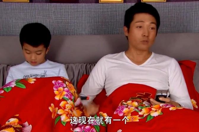 孩子不愿和奶奶睡,叔叔以为是喜欢和他一起,结果人家喜欢单独睡